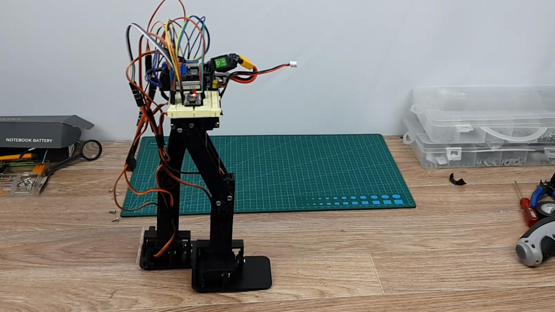 Двуногий робот — учимся ходить!